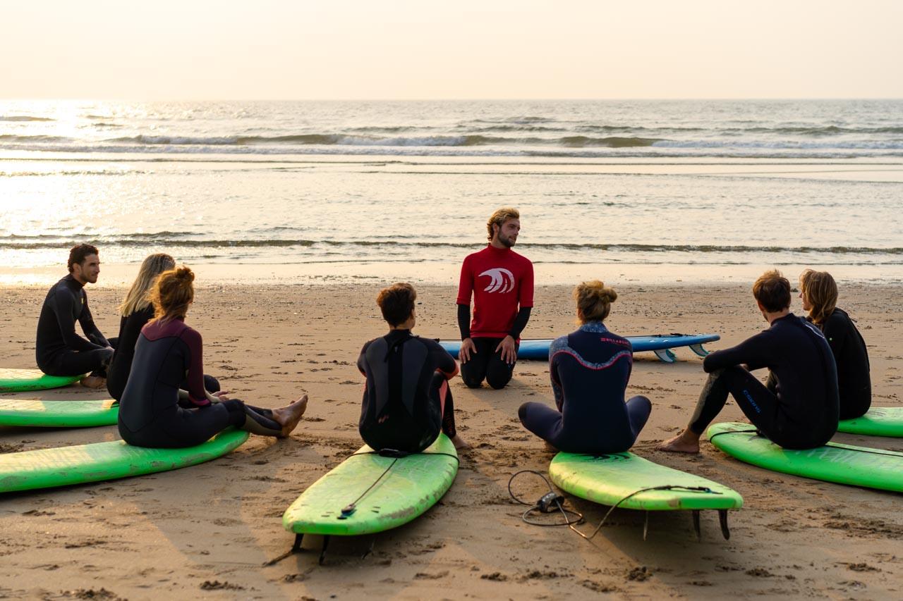 theorie bij onze surfschool tijdens de surfles